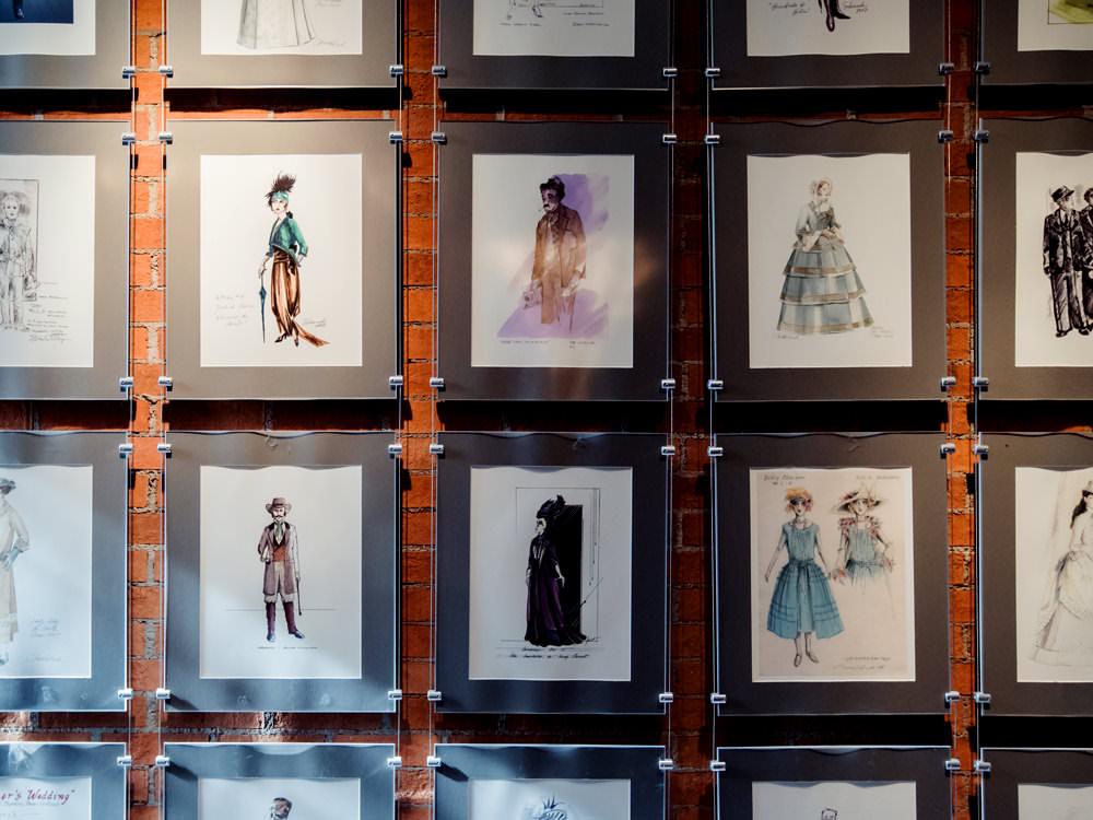 Des dessins de costumes de théâtre remplissent un mur au Shaw Festival