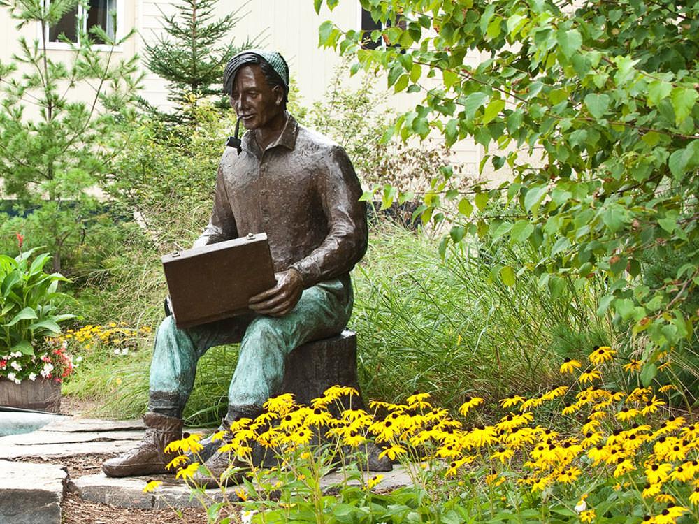 Statue of Group of Seven artist Tom Thomson in Huntsville