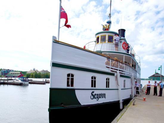 Le Royal Mail Ship Segwun est amarré au port